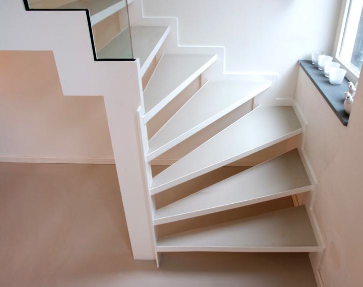 gietvloer onder trap